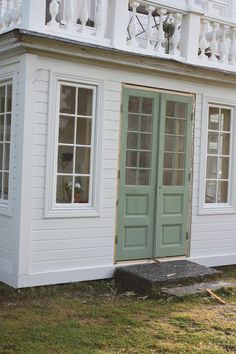 Country Home Exteriors, House Exteriors, Exterior Remodel, Small Places, Swedish Design, Architectural Features, Cozy Cottage, Home And Living, Architecture Design