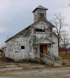 Abandoned Christian Church in Picher, Oklahoma. Abandoned Churches, Old Abandoned Houses, Old Churches, Abandoned Mansions, Abandoned Places, Old Houses, Old Time Religion, Old Country Churches, Country Barns