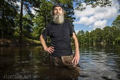 Duck Dynasty's Si Robertson on His Iced Tea Habit and Keeping Everyone Happy Duck Dynasty Recipes, Duck Dynasty Cast, Robertson Family, Phil Robertson, Cooking Channel Shows, Making Iced Tea, West Monroe, Duck Calls, Duck Commander