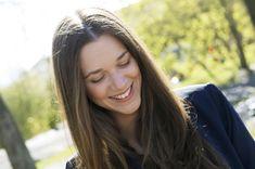 I slutten av juni får Rosahaugparken besøk både av kongeparet og av Melissa Horn. Long Hair Styles, Beauty, Culture, Beleza, Long Hair Hairdos, Cosmetology, Long Hairstyles, Long Hair Cuts, Long Hair