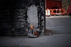 Isaac Cordal http://restreet.altervista.org/gli-schiavi-del-cemento-di-isaac-crodal/