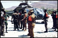 Members of the JMMC at a Cuban Helicopter. Lede van die GMMK by 'n Kubaanse helikopter Defence Force, White People, Many Faces, Photo Essay, African Women, Military History, War, Afrikaans, Planes