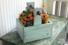 Rustic Wooden Caddy with a Branch Handle Spring is right around the corner and I'm itching to cut some fresh flowers to bring inside. I love displaying them in jars placed inside rustic wooden caddies. Scrap Wood Projects, Woodworking Projects, Diy Projects, Fine Woodworking, Rockler Woodworking, Woodworking Classes, Woodworking Furniture, Project Ideas, Craft Ideas