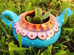 Painted Flower Pots, Painted Pots, Ceramic Pots, Clay Pots, Mexican Flowers, Clay Pot People, Pottery Pots, Pot Jardin, Cactus Flower
