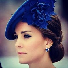 Learn the makeup and hair products and tips Meghan Markle, Kate Middleton, Princess Eugenie, and Queen Elizabeth II use to always look picture-perfect as members of the royal family. Kate Middleton Stil, Estilo Kate Middleton, Kate Middleton Makeup, Prince William And Catherine, William Kate, Lady Diana, Kate Makeup, The Duchess, Herzogin Von Cambridge