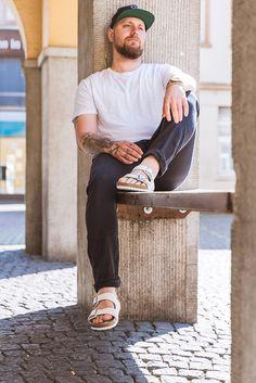 Man in white birkenstocks Birkenstock Men, Birkenstock Outfit, Mode Masculine, Unisex Fashion, Mens Fashion, Men's Accessories, Ootd Men, Sandals Outfit, Men Sandals
