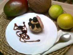 Postre de galleta de almendras con bavaroise de naranja y turrón con moras silvestres y caramelo de cerezas.   ; )   ; )