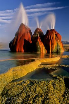 Fly Geyser, Black Rock Desert, Nevada Amazing nature at its best Fly Geyser Nevada, Places To Travel, Places To See, Travel Destinations, Places Around The World, Around The Worlds, Parcs, Belle Photo, Amazing Nature