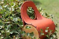 """Модель """"Терракот"""" Сумка с деревянными элементами Материал: натуральная кожа, дерево-сосна Размер: диаметр - 15см, высота сумки с ручкой - 33 см. Сумка украинского бренда Sebira из натурального дерева, кожи и ручной росписью акриловыми красками подчеркнет Вашу индивидуальность, будет ярким дополнением к Вашему гардеробу и эксклюзивной вещицей, выделяющей Вас из толпы."""