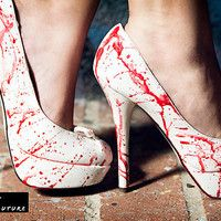 Victim High Heel, Shoes, blood splatter dexter zombie heels high, Chic This is for Ashley and her crime scene school self. American Psycho, Maquillage Phosphorescent, Cute Shoes, Me Too Shoes, Awesome Shoes, Awesome Stuff, Unique Shoes, Halloween Shoes, Bloody Halloween