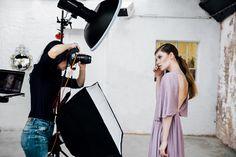 Six setups for beauty lighting - profoto tips - shoot photography Photography Lighting Setup, Lighting Setups, Light Photography, Beauty Photography, Studio Lighting, Portrait Lighting, Fashion Photography, Beauty Shoot, Beauty Art