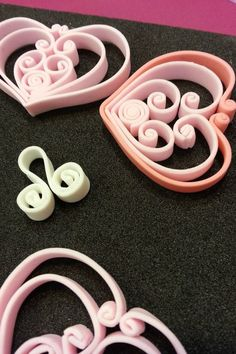 Quilling technique for making gumpaste hearts