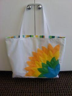 Bolsa com aplique de flor