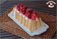 """""""Aujourd'hui un dessert frais, léger et gourmand, une charlotte aux fraises et aux framboises. Un charlotte au fromage blanc pour plus de légerté et avec des fruits rouges pour la gourmandise. Je l'ai faite dans un moule à cake pour une découpe plus simple... Waffles, Cake Recipes, Cheesecake, Hui, Deserts, Food And Drink, Breakfast, Healthy, Simple"""