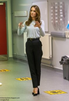 Casual Work Outfits, Business Casual Outfits, Professional Outfits, Office Outfits, Classy Outfits, Women's Office Clothes, Classic Outfits For Women, Classic Clothes, Looks Kate Middleton
