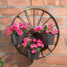 Creative Garden Fence Decoration Ideas To Try Asap You are in the right place about diy garden decor Garden Yard Ideas, Diy Garden Decor, Garden Projects, Garden Decorations, Fence Ideas, Wagon Wheel Decor, Garden Wagon, Fence Garden, Pinterest Garden