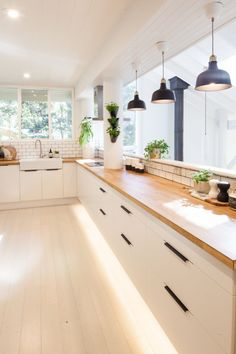We're all 😍❤️🎇 over 's IKEA kitchen reno. Wooden Benchtop Kitchen, Ikea Metod Kitchen, Timber Kitchen, Kitchen Benchtops, Ikea Kitchen Design, Home Decor Kitchen, Modern Kitchen Design, Kitchen Interior, New Kitchen