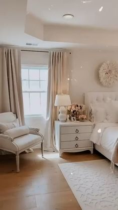 As we wave goodbye to the colder months and winter time, we're marching closer to Spring! Spring will be here before you know it. And incorporating this Spring home decor in your house makes a huge difference! It signifies new beginnings, fresher start, and happier days! #homedecortrend #homedecor2021 #springhomedecor #springdecorideas #Top10trends Master Bedroom Layout, Bedroom Layouts, Master Bedroom Design, Small Room Bedroom, Room Ideas Bedroom, Home Decor Bedroom, Small Rooms, Couple Bedroom, Modern Master Bedroom