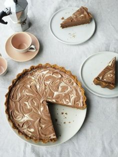 Make the base of this rich cheesecake with your favourite biscuits, pour in a silky creamy chocolate filling and finish with white chocolate swirls. Jamie Oliver, Yummy Treats, Delicious Desserts, Sweet Treats, Chocolate Cheesecake, Chocolate Recipes, Chocolate Filling, White Chocolate, No Bake Desserts