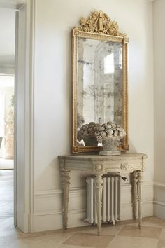 FONPLEGADE – GIANNETTI Country Entryway, Entryway Decor, French Decor, French Country Decorating, Farmhouse Mirrors, Classic Home Decor, Indian Home Decor, White Decor, Interior Inspiration
