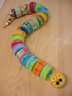Lavoretti con tappi plastica: 102 idee di riciclo Water Bottle Caps, Plastic Bottle Caps, Bottle Cap Art, Bottle Cap Crafts, Bottle Top, Water Bottles, Camping Crafts, Fun Crafts, Arts And Crafts