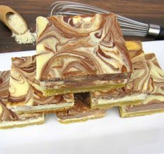 Vanilla and Chocolate Cheesecake Bars - Keto/Low Carb/Gluten Free - Keto Cooking Christian Atkins Recipes, Diabetic Recipes, Low Carb Recipes, Chocolate Swirl Cheesecake, Cheesecake Bars, Keto Snacks, Clean Eating Recipes, Gluten Free, Tasty