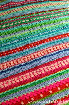 "Weer even een update van 'DE' deken.   Geen C.A.L deken, maar een D.E. deken ""Door Elkaar""   Verschillende steken, verschillende k l e... Granny Stripes, Crochet Stitches, Knit Crochet, Home Crafts, Diy Crafts, Sewing Patterns, Crochet Patterns, Manta Crochet, Knitted Blankets"
