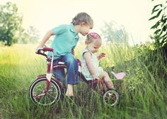 we have an old tricycle like this, definitely need a couple of cuties for a photo shoot now!!