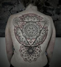 geometric dotwork mandala tattoo. Tattoos by Thieu, Ghent, Belgium. Contemporary graphic tattooing.