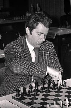 Borís Vasílievich Spaski, nacido el 30 de enero de 1937 en Leningrado. Se proclamó décimo campeón del mundo de ajedrez en 1969 al derrotar al también soviético Tigrán Petrosián.