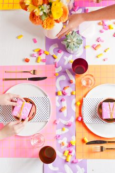 5 (Budget-Friendly) DIY Ways to Colorize your Thanksgiving Dinner  Table with @astrobrights #ColorizeYourParty