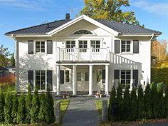 Familjevilla i New Englandstil Style At Home, New England Style, Interior Garden, Pool Houses, Home Fashion, Country Style, Future House, The Hamptons, Farm Gardens