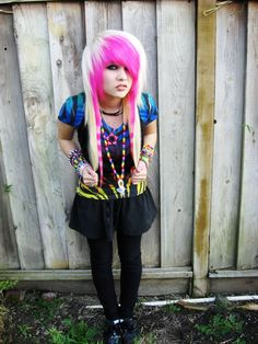 Discover recipes, home ideas, style inspiration and other ideas to try. Medium Scene Hair, Curly Scene Hair, Short Scene Hair, Indie Scene Hair, Scene Bangs, Hair Medium, Scene Girl Hair, Scene Outfits, Emo Outfits
