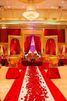 Hindu Wedding Ceremony, Hindu Weddings, Wedding Mandap, South Indian Weddings, Gold Wedding Theme, Dream Wedding, Arabian Nights Wedding, Wedding Walkway, Wedding Halls