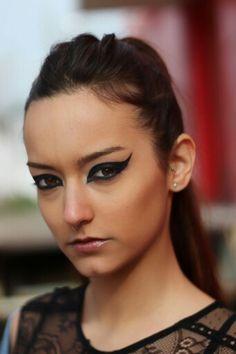 Make-up: Andrea Agüeros Make-up  Modelo: Gabriela Pangea  #makeup #dark