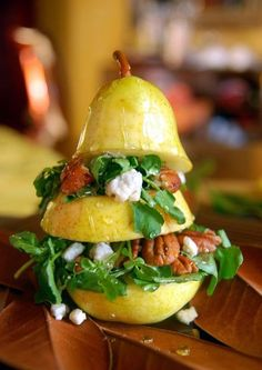 Vertical Pear Salad Ingredients: 4 smooth skinned pears cups watercress ½ cup toasted pecans ¼ cup crumbled blue cheese vinaigrette dressing honey for drizzling lemon juice Directions: Cut pears. Pear Salad, Watercress Salad, Spinach Salad, Fruit Salad, Cobb Salad, Cooking Recipes, Healthy Recipes, Creative Food, Soup And Salad