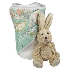 """Juego de baño: capa, babero y bolsa mapamundi. Práctica y bonita capa de baño para bebé en rizo blanco con la capucha de tela """"mapa mundi"""". A juego viene un babero de rizo y una bolsa de tela para guardar los pañales y las cremas del bebé. Se borda con el nombre del bebé. Un regalo ideal para regalar por un nacimiento o un bautizo. Tamaño: 80cm x 80cm. Precio: 35,90 €"""