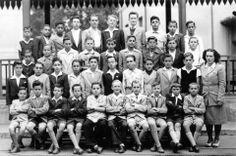 1944 - Alunos do curso primário no Instituto Pereira Barreto na rua Antonio Raposo, no bairro da Lapa. Atualmente o prédio abriga o Instituto Estadual de Educação Anhanguera. Luiz Carlos Correa, meu pai é um dos alunos, é o segundo da esquerda para a direita, na segunda fileira de cima para baixo.