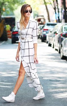 47 Trendy Ideas For Sneakers Casual Chic White Converse How To Wear White Converse, How To Wear White Jeans, Dress With Converse, Dress With Sneakers, Converse Sneakers, White Sneakers, Casual Chic, Style Casual, Sneaker Outfits