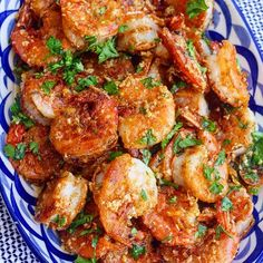 garlic shrimp recipes Juicy prawns cooked in a garlicky buttery sauce, this Hawaiian Garlic Shrimp is just like the shrimp trucks you'd find in Hawaii. Shrimp Dishes, Shrimp Recipes, Fish Recipes, Hawaiian Recipes, Recipies, Fish Dishes, Hawaiian Dishes, Cuban Recipes, Shrimp Pasta