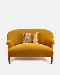 Image of Ines Cole Vintage Sofa Designers Guild Varese Velvet colour Ochre Vintage Tub, Vintage Sofa, Vintage Furniture, Retro Vintage, Teak Dining Table, Mid Century Dining Chairs, Retro Armchair, Library Chair, Leather Stool