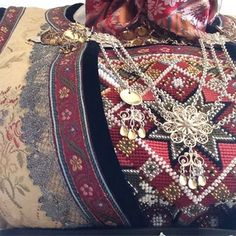 #rukkastakk #hallingdal #17mai #bunad #geilobunadogbygdekunst 🇳🇴 Folk Costume, Costumes, Norway, Embroidery, Art, Fashion, Hipster Stuff, Art Background, Moda