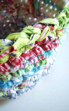 crochet with fabric left overs    Haken met stofresten