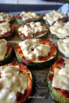 mini pizza z cukinii Appetizer Salads, Appetizer Recipes, Snack Recipes, Cooking Recipes, Vegetarian Recipes, Healthy Recipes, Healthy Food, Catering, Mediterranean Diet Recipes