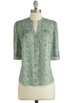 Chemisier ouverture sur le col Treat the Parents Top in Floral, Pretty Outfits, Cute Outfits, Modelos Fashion, Vetement Fashion, Zooey Deschanel, Vintage Shorts, Mode Hijab, Look Chic, Modcloth
