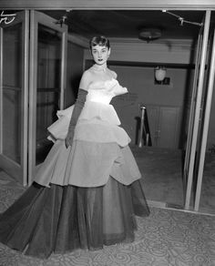 Audrey Hepburn wearing a tiered ball gown of white net graduated in tones of pale gray to black at the March of Dimes Fashion Show at the Waldorf Astoria Hotel in New York City. Image by Bettman/CORBIS. Golden Age Of Hollywood, Vintage Hollywood, Hollywood Glamour, Hollywood Fashion, Hollywood Actresses, Classic Hollywood, Hollywood Style, Brigitte Bardot, Look Fashion