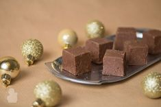 Appelsiini-suklaafudge Place Cards, Place Card Holders, Candy, Chocolate, Baking, Christmas, Sweet, Bread Making, Yule