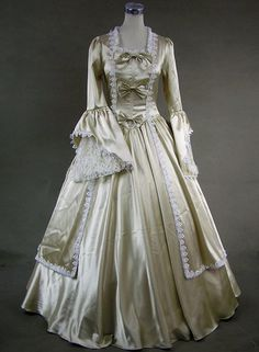 Victorian Dress - I would totally wear this at the Christmas Banquet!  Love love love love!!!!
