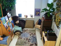 Cozy book nook. For more inspiring classrooms visit: http://pinterest.com/kinderooacademy/provocations-inspiring-classrooms/ ≈ ≈