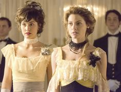 Alicia Murquia y Maite, Gran Hotel TV series Mejores Series Tv, Grande Hotel, Fashion Tv, Period Dramas, Beautiful Gowns, Beautiful Women, Costume Design, Glamour, Movies And Tv Shows